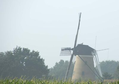 Windmolen Soest in ochtendnevel